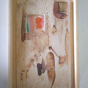 cuadro de cerámica con motivo de llaves impresas