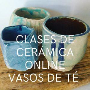 Tres vasos de té de cerámica hechos a mano con estética japonesa, uno redondo y dos cilíndricos, de acabado suave.