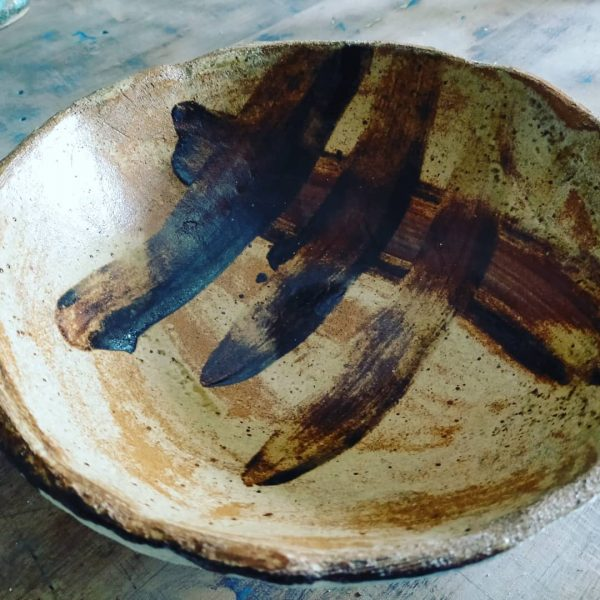 cuenco de cerámica pintado con ebgobes